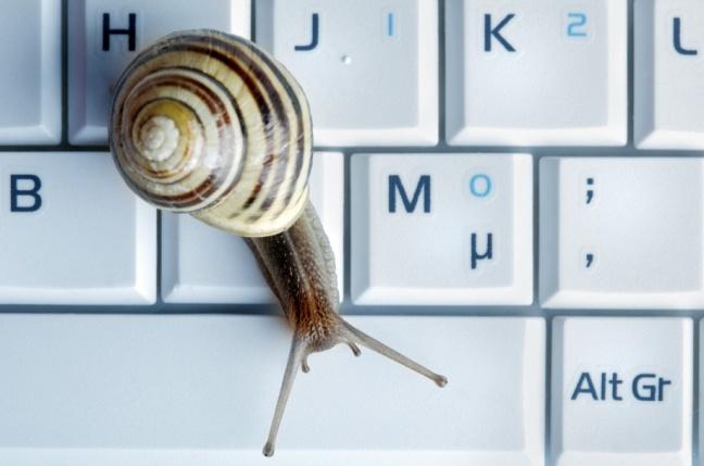 Až dve tretiny Slovákov trápia v zamestnaní pomalé počítače