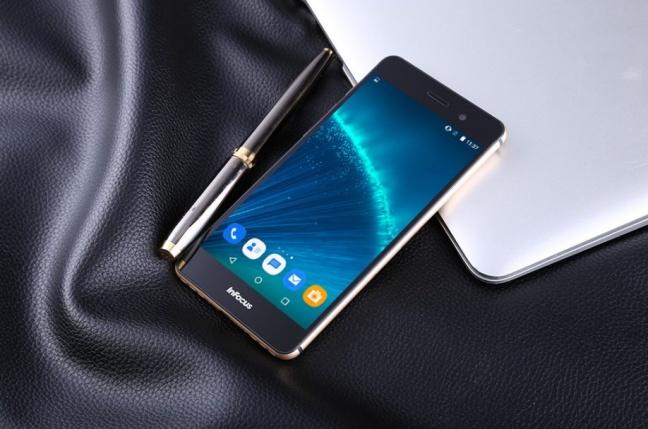 Infocus M560 je dobre vybavený smartfón za stovku