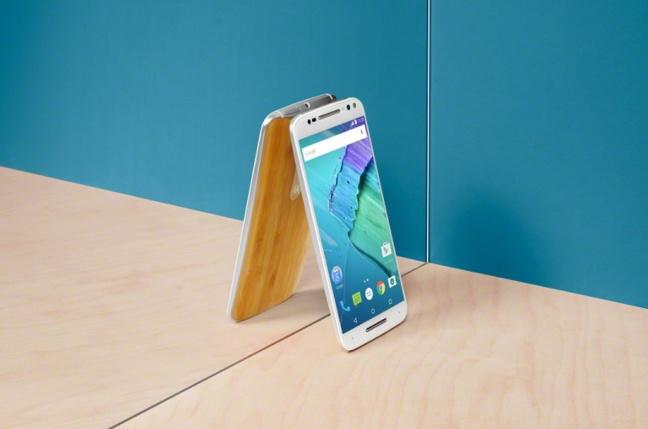 Lenovo uvádza Moto, novú značku smartfónov