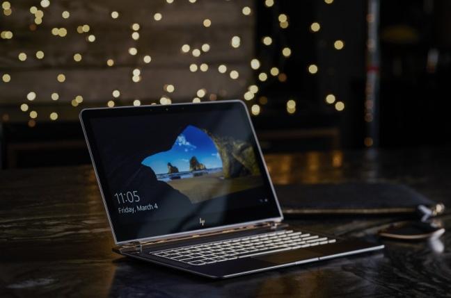HP má notebook hrubý ako AAA batéria, len 10,4 mm