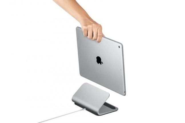 Logi BASE je dobíjací dokovací stojanček pre iPad Pro