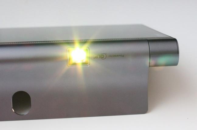 Testovali sme šikovný tablet s projektorom od Lenovo