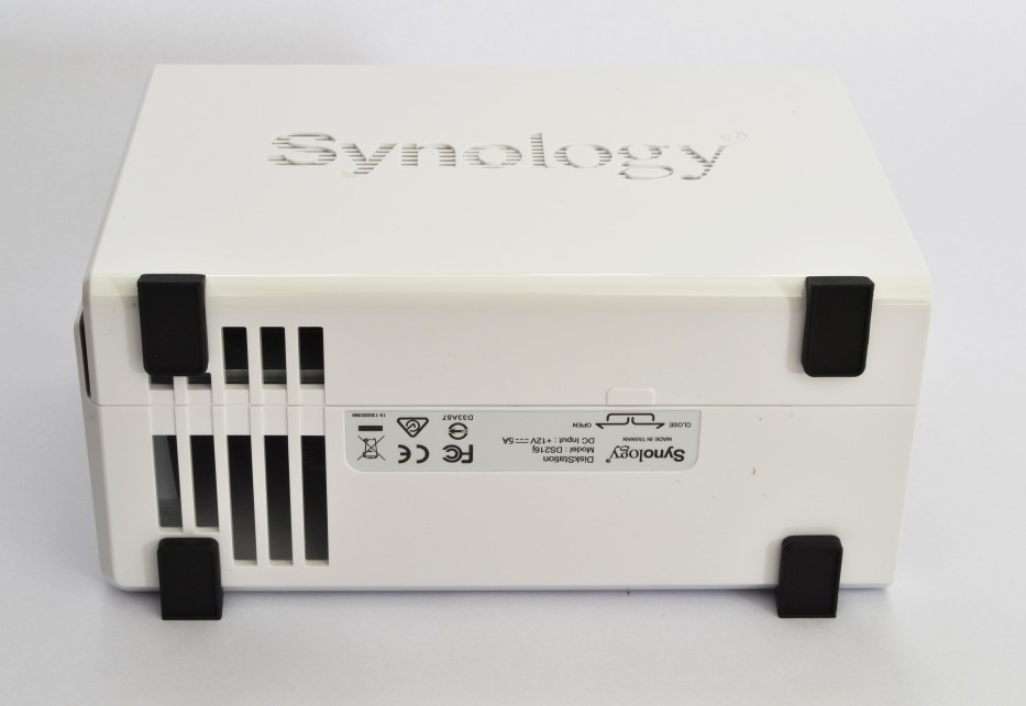 synology DS216j bottom