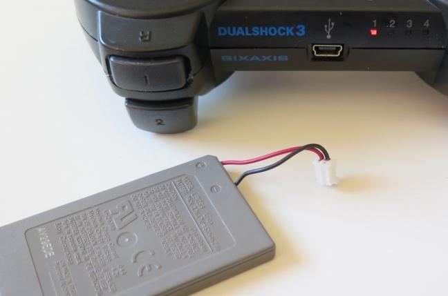 Ako na to: vymieňame akumulátor v PS3 gamepade