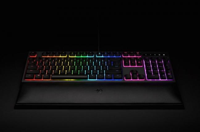 Testovali sme klávesnicu Razer Ornata s hybridnými spínačmi