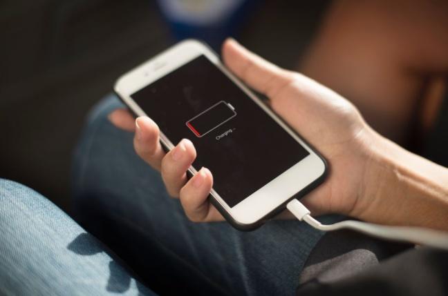 Ako dlho by vám mala vydržať batéria v mobile?