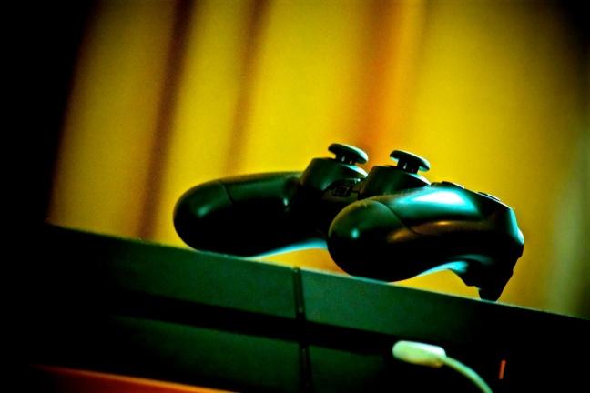 PlayStation 4 - jednotka medzi hernými konzolami