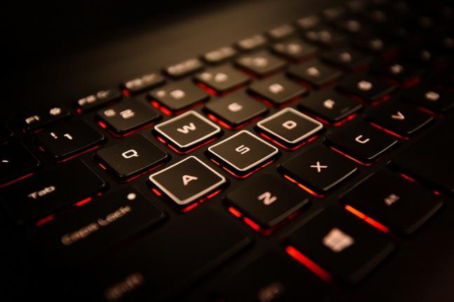 Povýšte zážitok z hrania pomocou herného notebooku HP Omen