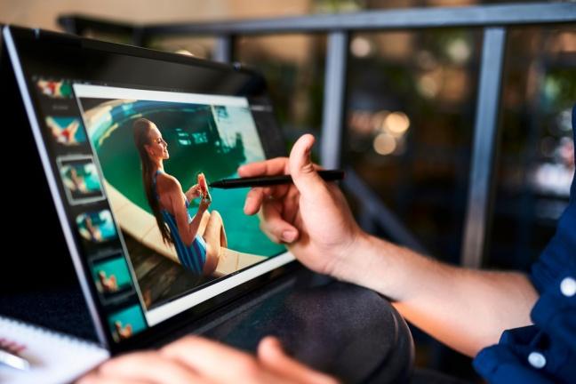 Zvyknete si na prepracovaný mechanizmus otáčania v prevedení Lenovo Yoga?